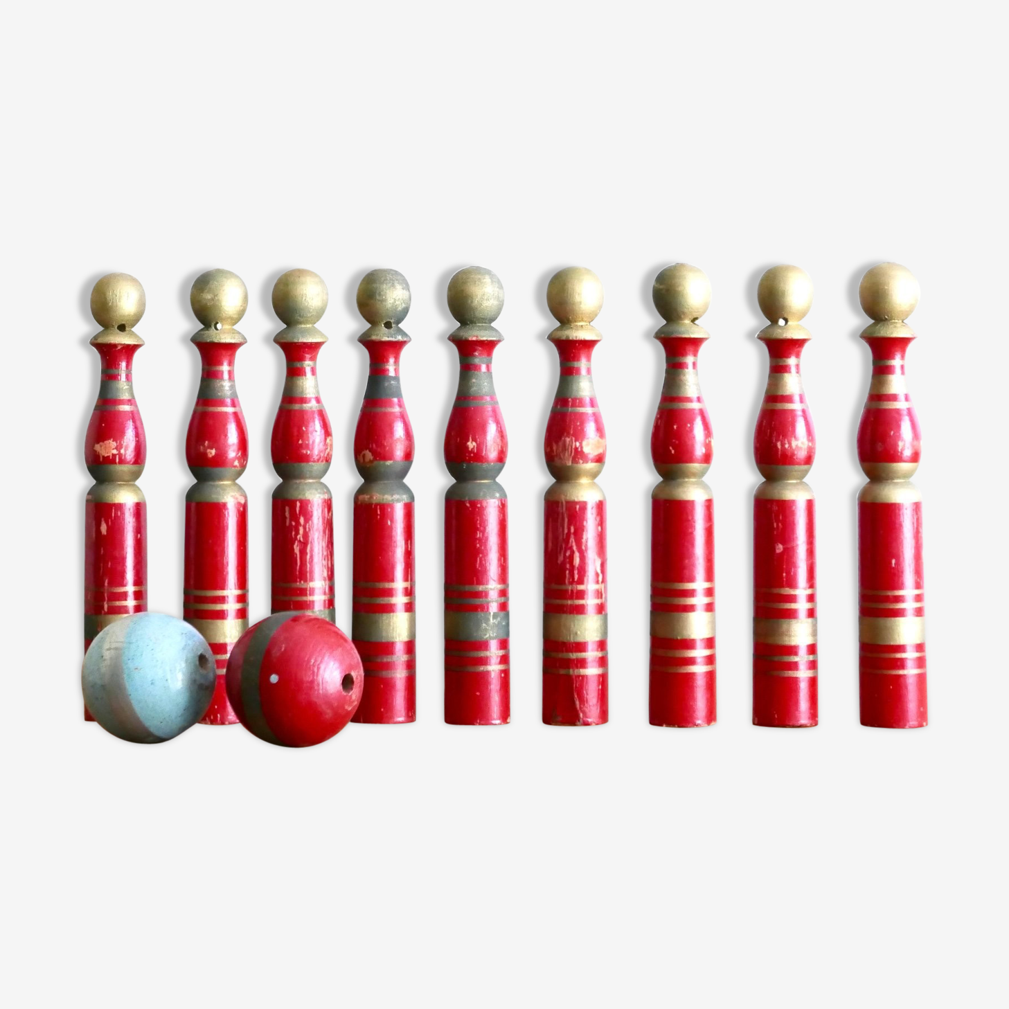 Set of 9 bowling turned wood and 2 balls, 50's