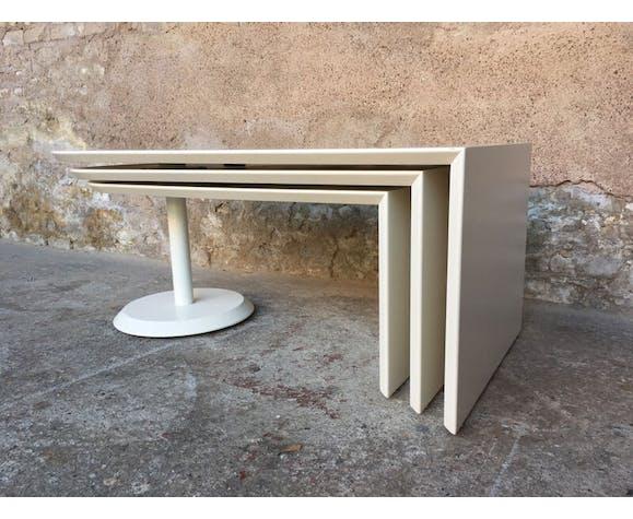 Table basse vintage blanche avec 3 plateaux pivotants à 360°, since 1960