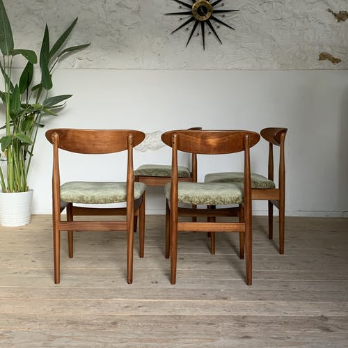 Chaises style scandinave