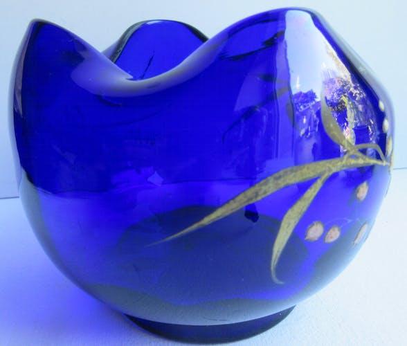 Vase bourse art nouveau verre bleu-marine émaillé Legras: muguet blanc et muguet rose