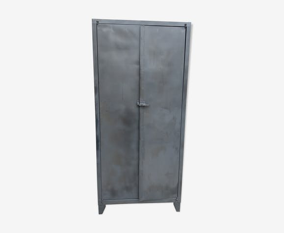 ancienne armoire m tallique industrielle m tal gris. Black Bedroom Furniture Sets. Home Design Ideas