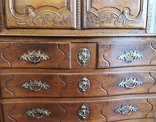 Commode buffet deux corps de style Louis XV époque XVIIIe siècle