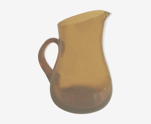 Pichet à eau en verre ambré