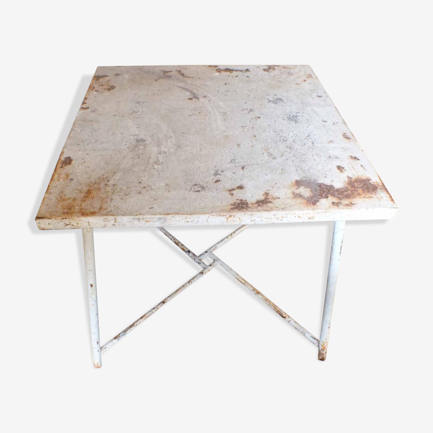 Ancienne table de jardin en fer