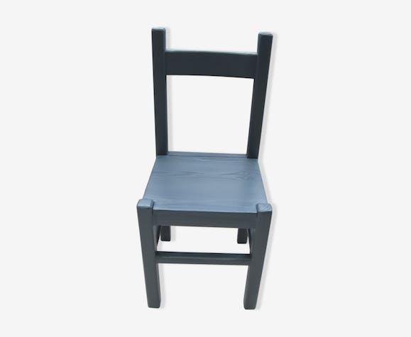 Chaise bleu minerai