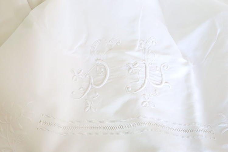 Drap brodé en coton, monogramme