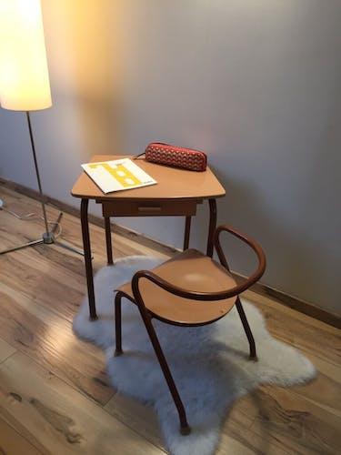 Ensemble scolaire fauteuil MCA 300 et bureau MCA 322 par Jacques Hitier, années 50
