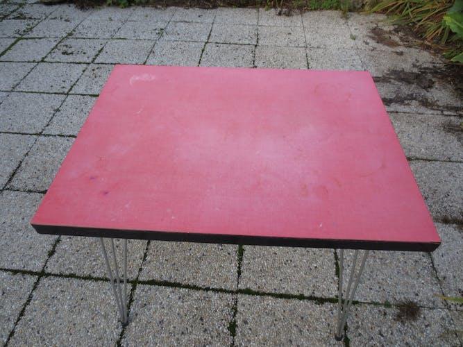 Table de bistrot vintage en formica rouge