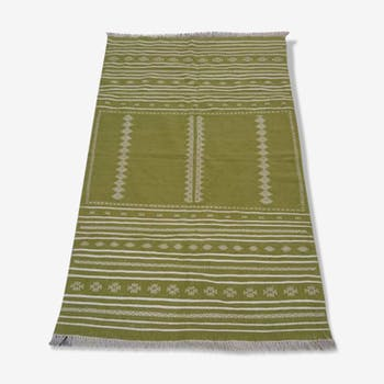 Green and white rug 220x140cm