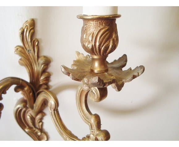 Paire d'appliques rocaille anciennes en bronze avec leurs abat-jours faits main en tissu motifs arabesques
