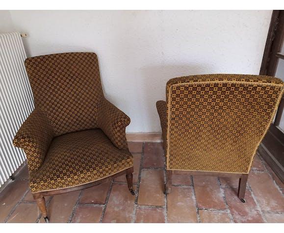 Paire de fauteuils bergère motifs velours relief