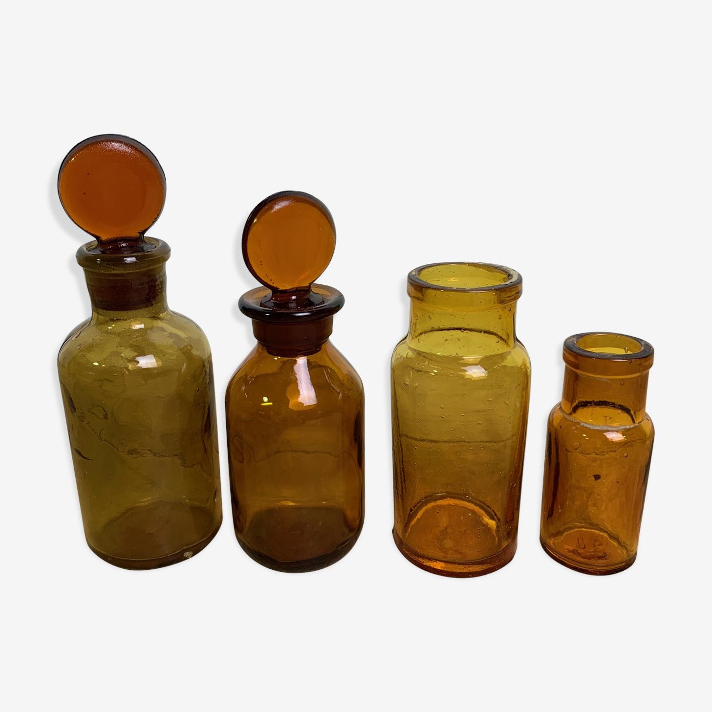 Lot de 4 flacons d'apothicaire ambrés