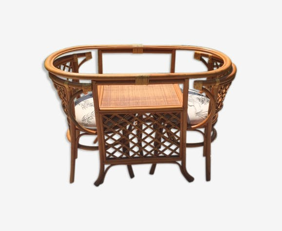 Face to face in bamboo and rattan