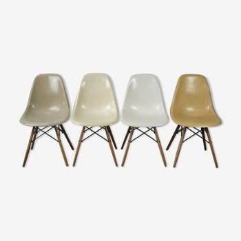 Set of 4 DSW chairs by Charles and Ray Eames for Herman Miller