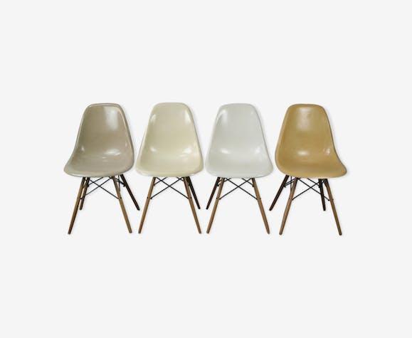 Set de 4 chaises DSW par Charles et Ray Eames pour Herman Miller