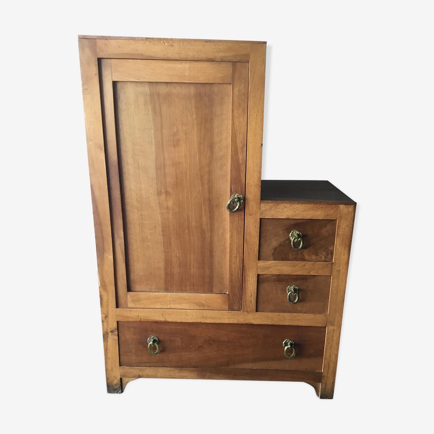 Asymmetric dresser