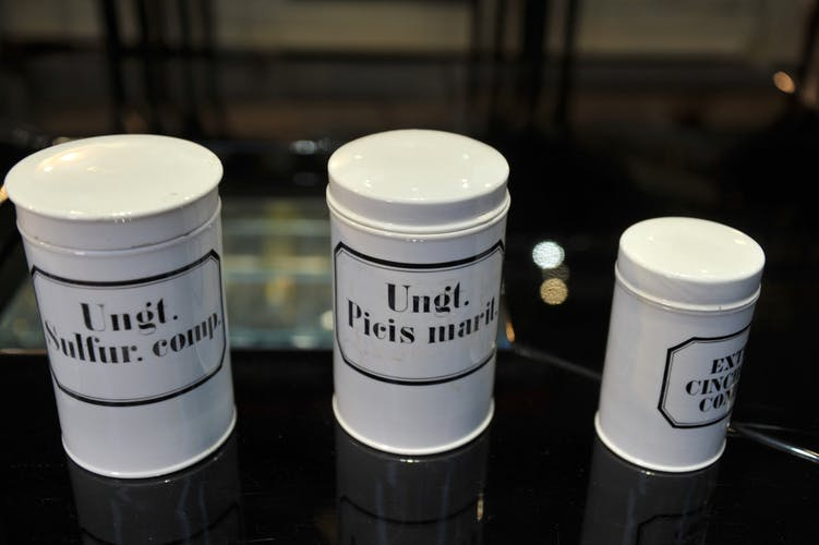 Lot d'anciens pot a pharmacie en Porcelaine 5 pieces