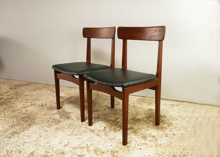 Ensemble de quatre chaises à manger du milieu du siècle des années 1970