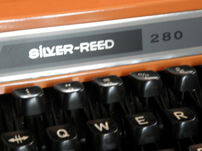 Machine à écrire silver reed 280