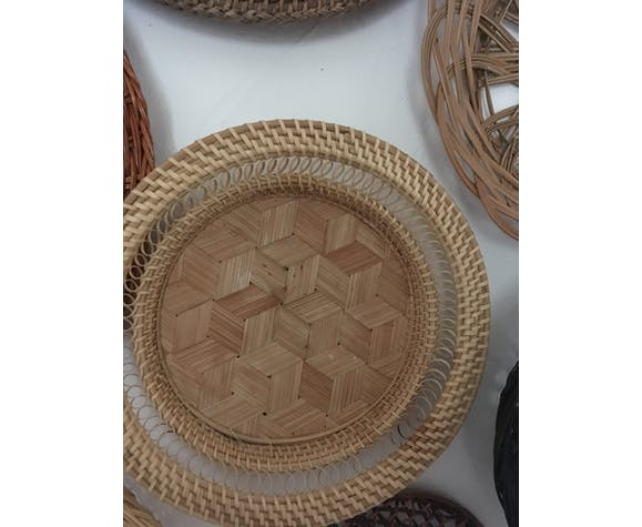 Wall composition of 8 baskets and wicker trays.