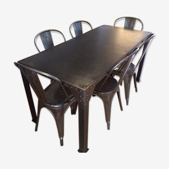 Industrial metal with 6 Tolix chairs table