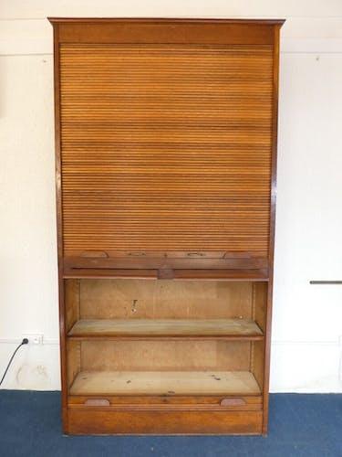 Meuble a rideaux d'administration / notaire deux parties