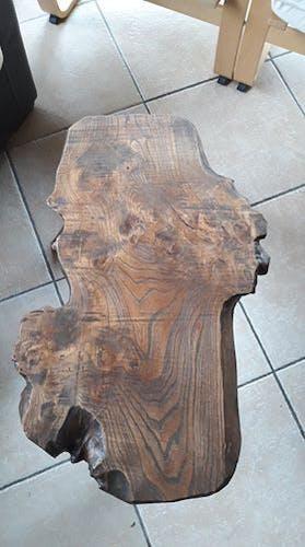 Table basse avec tabouret tripode en bois massif