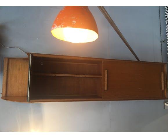 Étagère suspendu à portes coulissantes avec lampe intégrée 50