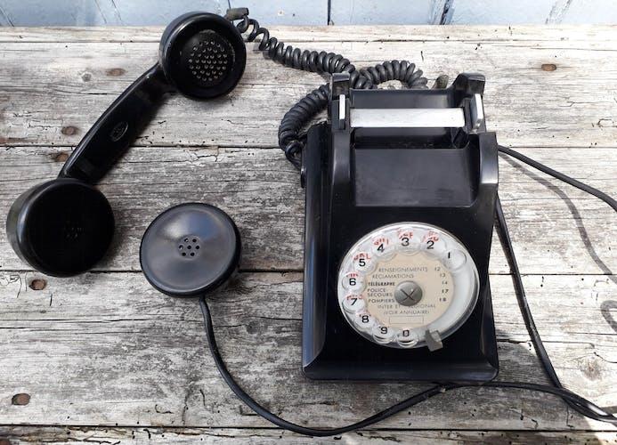 Téléphone a cadran en bakelite