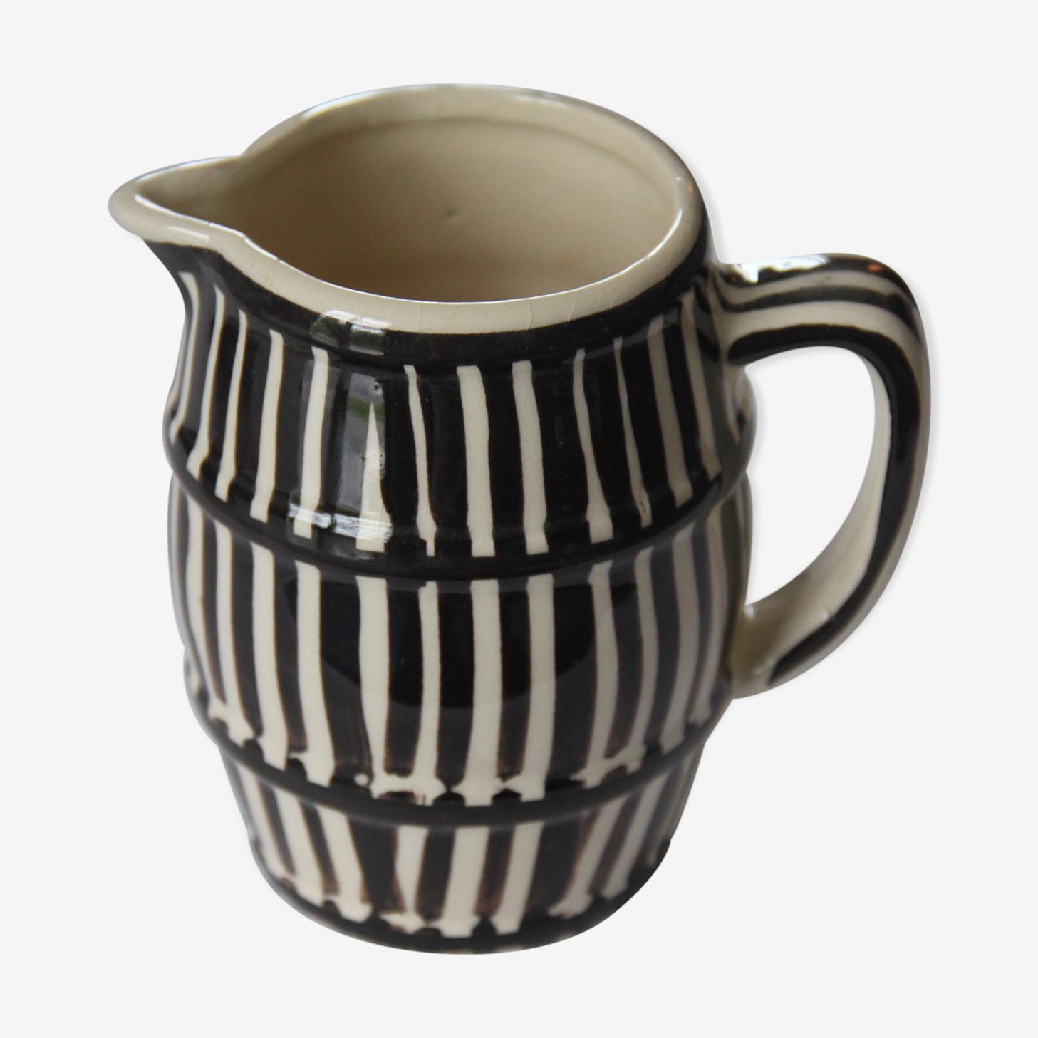 Pichet en céramique noir et blanc