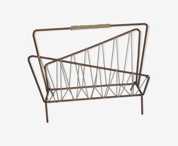 Porte-revues asymétrique en métal doré design