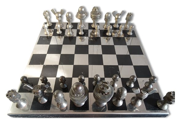 jeu d 39 checs industriel m tal noir industriel 38497. Black Bedroom Furniture Sets. Home Design Ideas