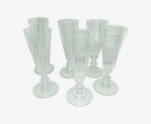 Serie de 6 flûtes de champagne en cristal taillé