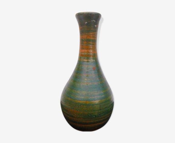 Vase en céramique signé.