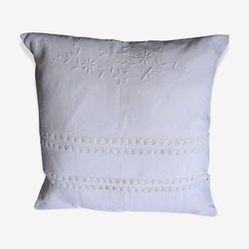 Coussin lin blanc broderies florales déco charme romantique 46x45 cm