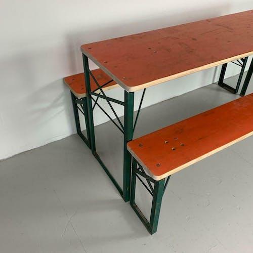 Table et bancs de jardin