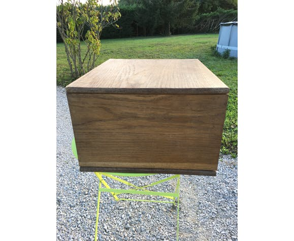 Furniture to lay or hang in oak