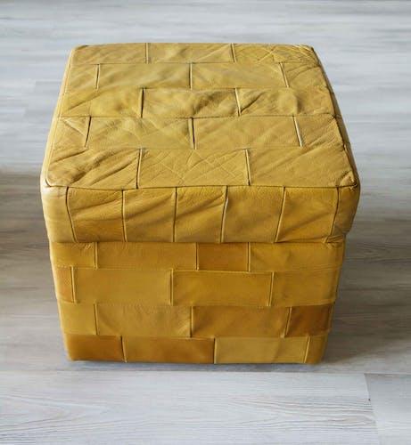Pouf coffre De Sede carré en patchwork de cuir 1970