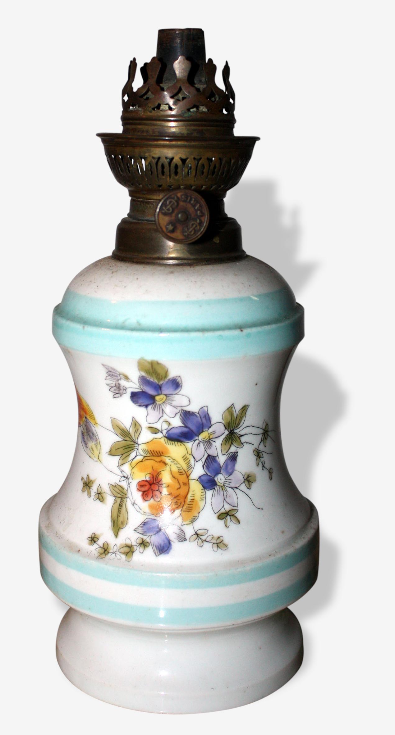 Lampe A Petrole En Porcelaine Peinte Fleurs Ceramique Porcelaine