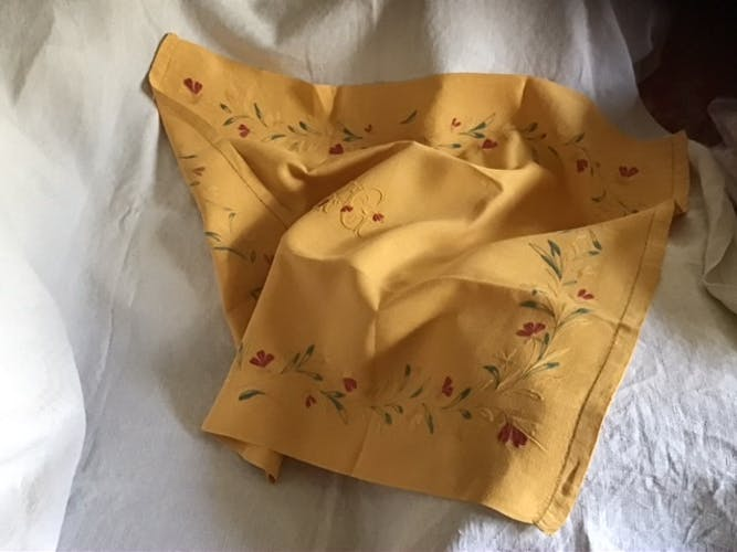 Centre de table en lin jaune