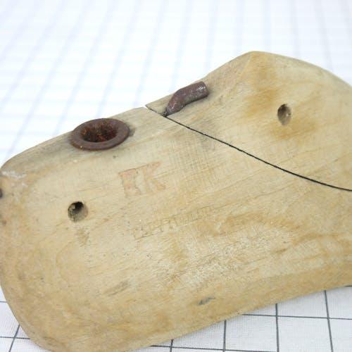 Embauchoir en bois ancien 22 cm