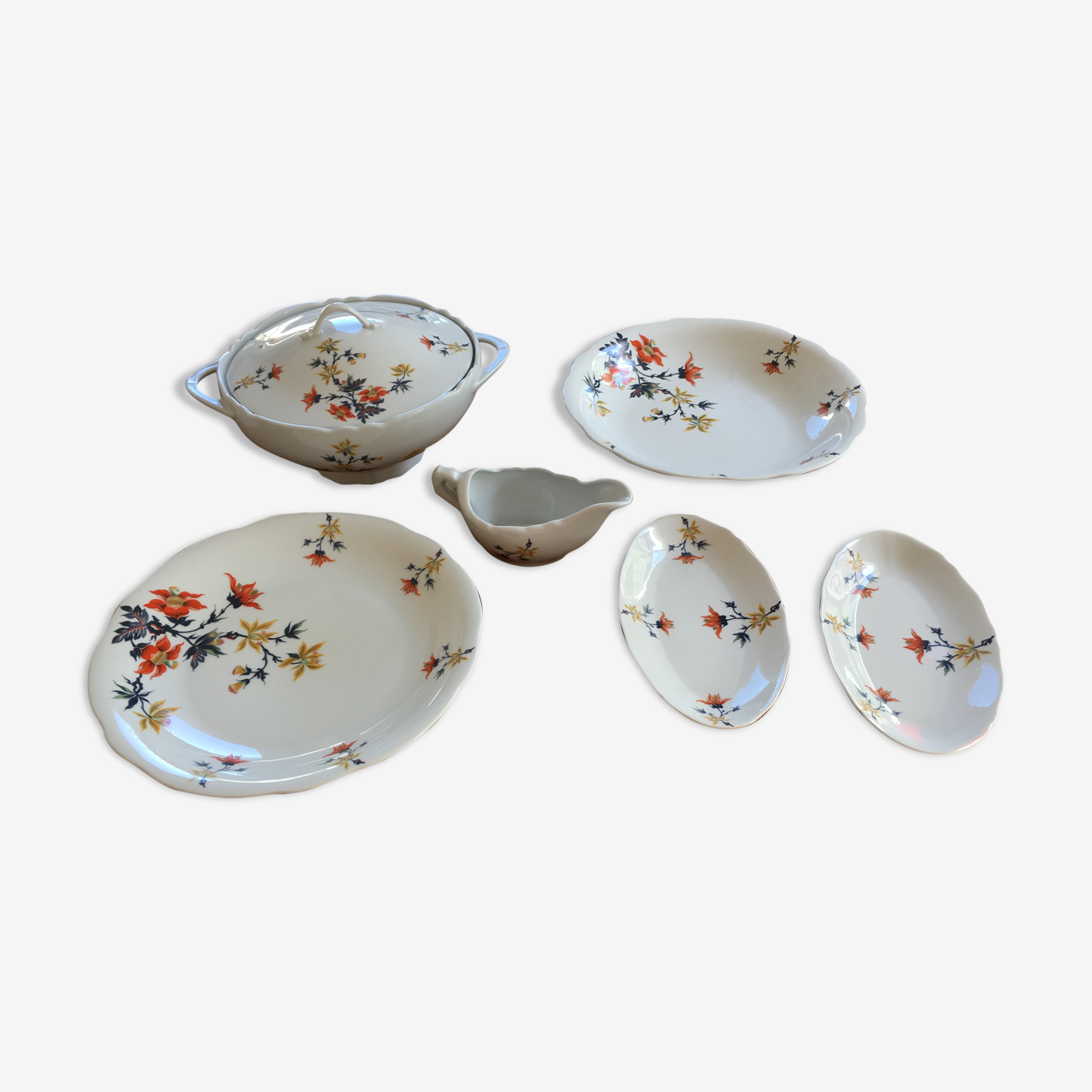 Dishes of service porcelain exotic motif