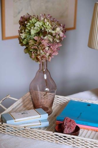 Vase en verre soufflé bouge mauve
