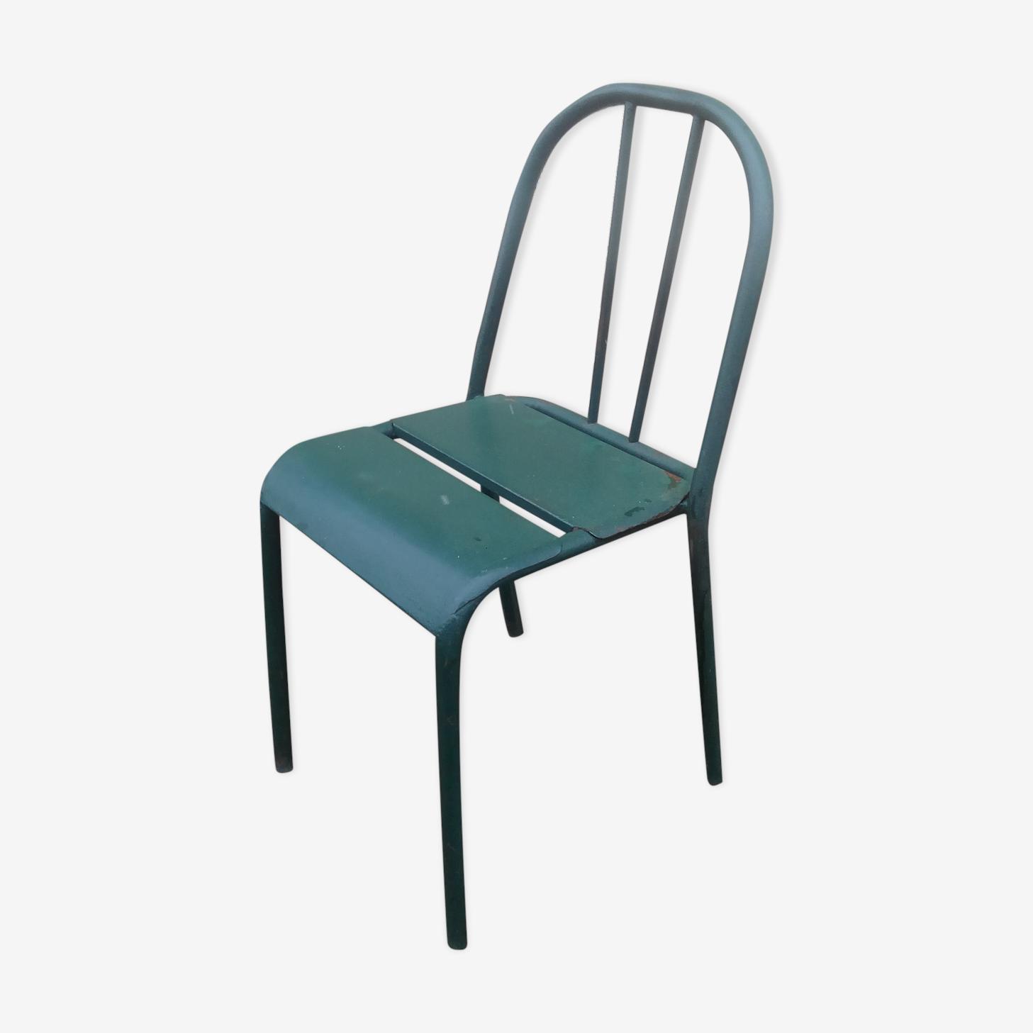 Chaise en tole ancienne