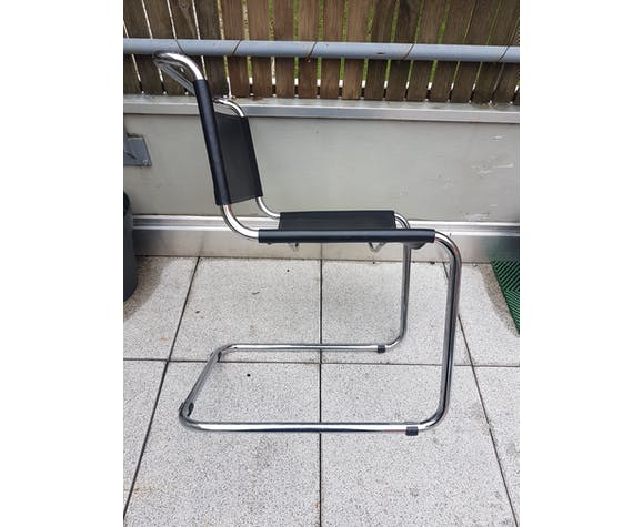 Chair b33 Marcel Breuer black leather cantilever