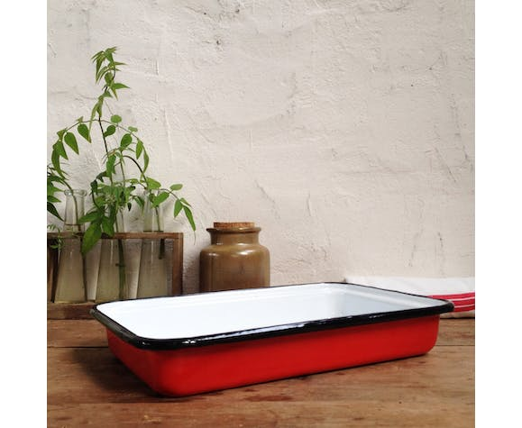 Red enamelled plate dish