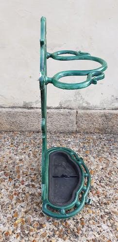 Enamelled umbrella door