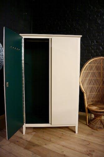 Armoire parisienne restaurée ivoire, vert émeraude