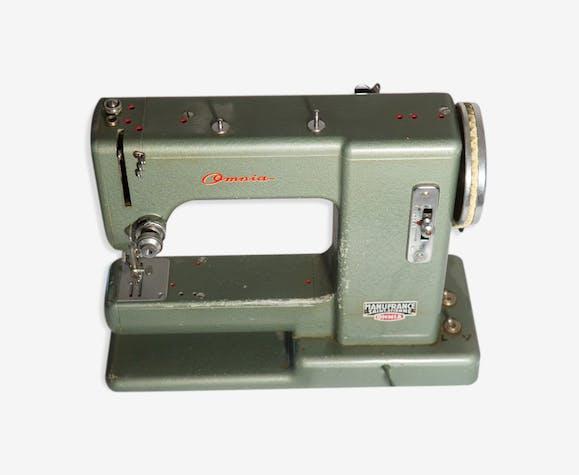 Ancienne machine à coudre Manufrance Omnia en métal