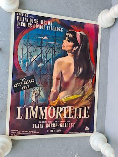 Ancienne affiche de cinéma entoilee 120x160 du film l'immortelle de 1963.